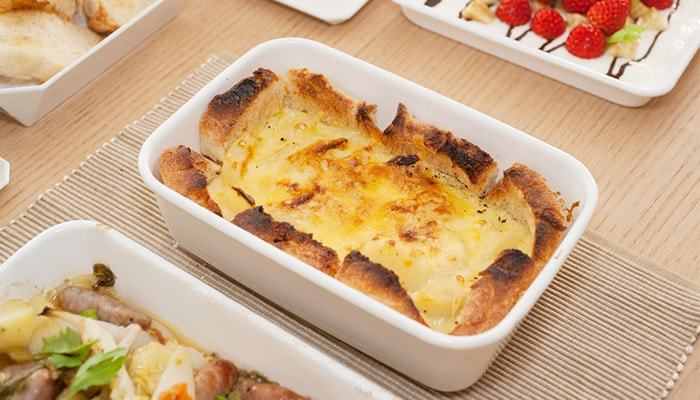 オーブンでも調理できるから、グラタンなどもそのまま作って食卓に運ぶことができます。食べたい分だけお皿に取って、余ったらそのまま保存できるから便利♪