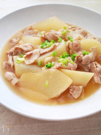 こちらはしっかりとお鍋で煮る、スタンダードな煮物レシピです。上のレシピに比べて必要な調味料が少ないので、作りやすくなっています。