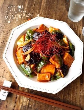 素揚げ無し&お肉を厚揚げで代用したへルシーな酢豚風レシピです。厚揚げとたっぷりの野菜で食べ応えのあるボリュームある一品に。