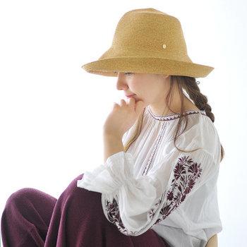 顔の近くに身に付ける帽子は、コーデの印象を大きく左右する役割を持っています。 どんなコーデにも合わせやすいハットや、大人カジュアルを楽しめるキャップなど、お好みのスタイリングに合わせた春らしい帽子を、ぜひ手に入れてみてくださいね♪