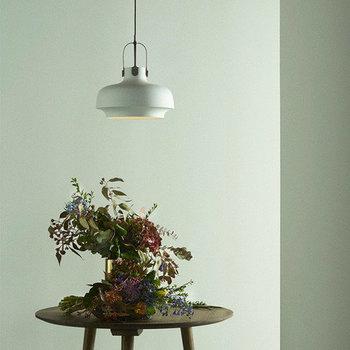 照明としてだけでなく、観葉植物やお花を照らす間接照明のように活用するのも素敵です。植物を主役にしたインテリアを楽しみたい方は、ぜひ参考に♪