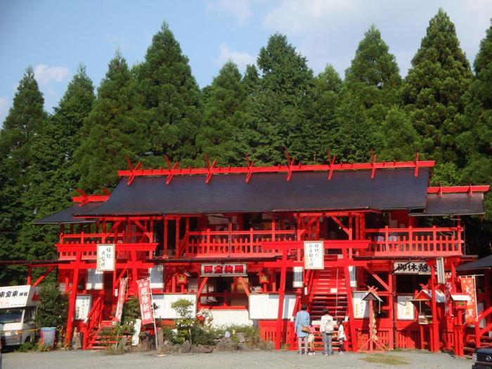 熊本の雄大な自然が広がる南阿蘇に佇む、平成になってから建立された新しい神社。「ほぎほぎじんじゃ」というちょっと変った名前ですがれっきとした神社なんです。