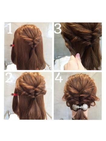 トップの髪を結んでくるりんぱ、サイドの髪も結んでくるりんぱを2回します。残りの髪を一緒にまとめたら完成。くるりんぱするだけなので、とっても簡単!髪を巻いておくと、より華やかになります。ヘアアクセサリーをプラスすると、エレガントな雰囲気に♪