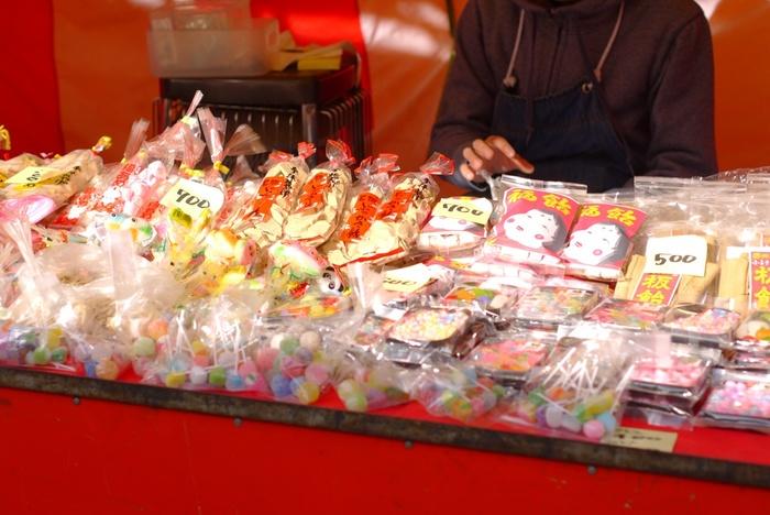 「あめ市」でしか購入出来ない、老舗の飴店のお祭り限定の飴もあるので、このお祭り目当てに訪れる観光客も多いそう。あめ市に興味を持たれた方は、松本市のホームページなどで開催日やイベント内容を確認してから訪れることをおすすめします。