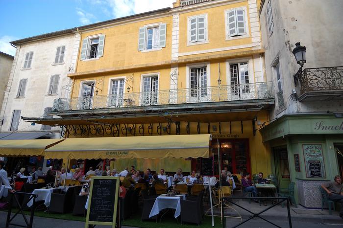 アルル旧市街にあるカフェ・ヴァン・ゴッホは、ゴッホが1888年に制作した名画「夜のカフェテラス」のモデルとなったカフェです。