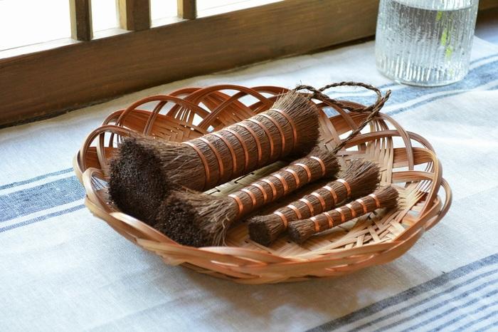 棕櫚製の「たわし」は、和歌山県の「山本勝之助商店」でひとつひとつ手作りされています。