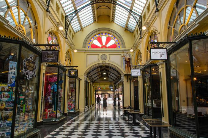 ロイヤルアーケードは、1870年にオープンしたメルボルン最古のアーケードです。ルネッサンス様式のクラシックなデザインが、古き良きメルボルンを感じさせてくれます。