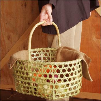 収穫した果物や野菜を入れて運んだり、お買い物やインテリア収納として使っても◎現代の生活にも馴染みやすい、昔ながらの暮らしの道具です。