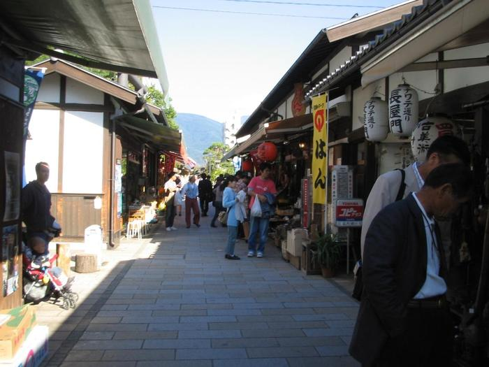 旅行と言えば、観光、食事だけでなくお土産も大切。松本市はクラフトフェアも開催されるほど民芸の町としても知られており、お土産品も充実しています。