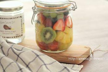 見た目が鮮やかな甘いフルーツも、おうちでカットしてジャーに入れておけば、お手軽に外に持っていけます。前の日に用意をして冷やしておけば、美味しくいただけますよ。