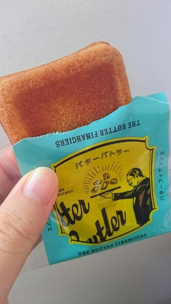 芳醇なバターとともに、たっぷりしみこんだメープルシロップの甘みが感じられて、とっても美味。ホッケーキのしみこんだ部分のような、誰もが大好きな味わいですよ。ひとつひとつ個装されているので、お土産として配りやすいのもうれしいですね。
