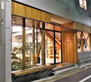 """都営浅草線「蔵前駅」より徒歩3分の場所に位置する「ダンデライオン・チョコレート ファクトリー&カフェ蔵前 」は、アメリカ・サンフランシスコ発祥のチョコレート専門カフェ。東京ではここ""""蔵前""""だけの出店となるので、蔵前に訪れた際には絶対に寄りたいお店ですね。"""