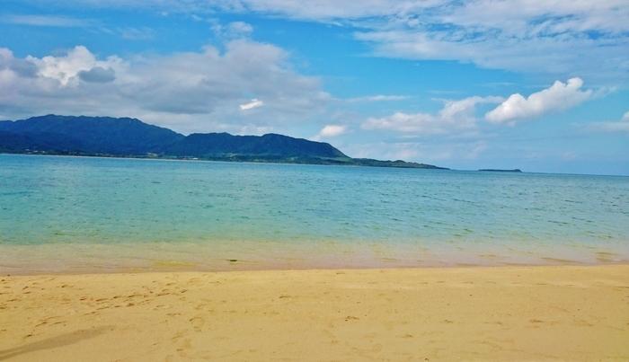 小浜島の最西端にある細崎海岸。観光地というよりは、手付かずの自然が残る美しいビーチ。ただただゆったりとしたい時にもおすすめの場所です。
