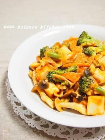 厚揚げと野菜の炒めものは、ケチャップとチーズで子供も大人も大喜びの味付けに。ごはんはもちろん、パスタにかけても美味しいですよ◎