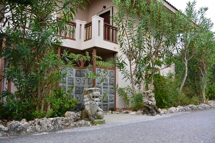 旧星野リゾート リゾナーレ小浜島が、ホテル アマランダ小浜島、ホテル ニラカナ小浜島としてリニューアルオープン。こちらのアマランダ小浜島はラグーンの水辺をグルっと囲んだエリアで全室スイートルーム。