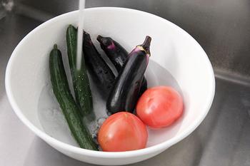 野菜を洗うときなどに使いやすい一番大きいサイズは、ワインボトルやコーヒーを冷ますときに使うのもおしゃれ。