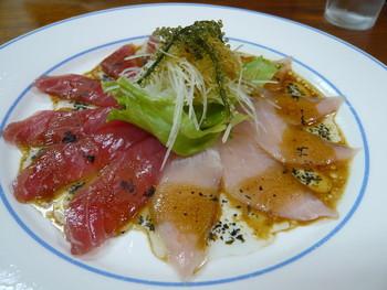 海の幸と沖縄の味を堪能できるくつろげる居酒屋で、美味しい小浜島の夜を過ごしてくださいね。