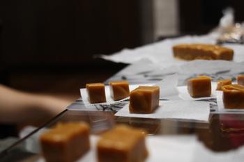 とろ~り甘い口どけ♪おやつの定番「キャラメル」の作り方・アレンジレシピ集