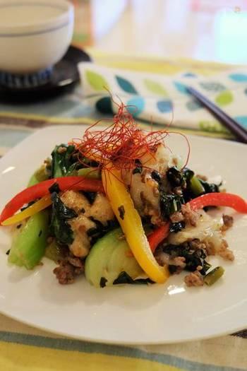 炒め物に向いている花椒は、野菜炒めにぜひおすすめ。野菜、高菜漬け、干しエビ、豚ひき肉や、香ばしく焼いたお餅などを手早く炒め、花椒粉をふります。