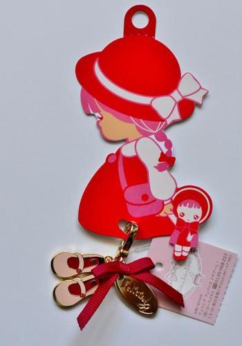 有名な歌にもあるように、横浜港と言えば「赤い靴を履いた女の子」。そんな赤い靴の女の子をモチーフにしたキュートなグッズが揃っているのが、1号館1階にある「Felicia!(フェリシア!)」。赤レンガ倉庫に行った際はぜひ、立ち寄ってみてくださいね。
