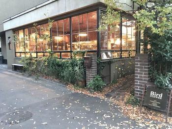 大阪にあるオリジナル家具屋「TRUCK」に併設された「Bird COFFEE」は、ゆっくりとくつろげる落ち着いた雰囲気のカフェ。