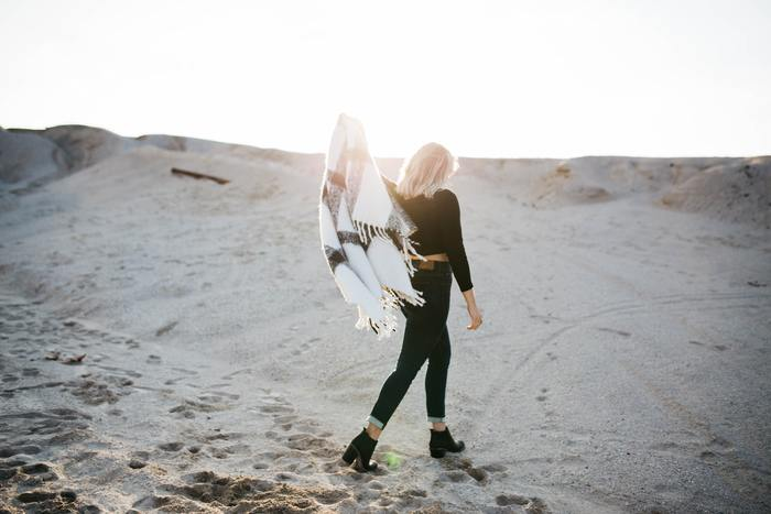 「羨望や嫉妬」の気持ちは、それに支配されるとただただ苦しいものです。苦しい時こそ自分を客観視する勇気を持ちましょう。しっかりと分析し違いを発見したら、あとは今日からでもその差を詰めていくのみです。悩んでも、自分で突破できる力を持ちたいですね。