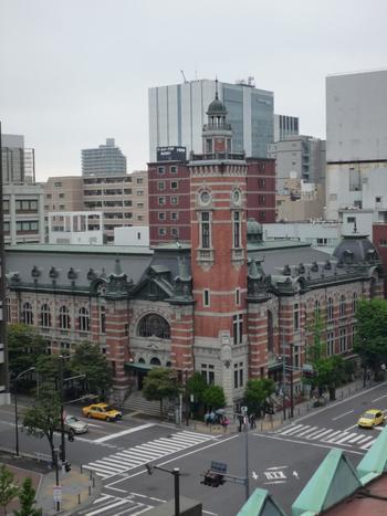 横浜三塔を巡る際に必ず訪れたいのが「キング」「クイーン」「ジャック」の三塔を一度に眺められるスポットです。横浜には全部で3つのスポットがあります。さらに、1日で全てのスポットを巡ると、願いが叶うという伝説も…。
