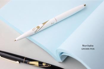 ほっこりするようなイラストがかわいい、イラストレーターのノリタケさんデザインのボールペンです。シンプルなイラストながらも、金箔が高級感を感じさせます。ペンの持ち主が勉強や仕事で煮詰まったときに、ふと見ると気持ちが和みそうです。