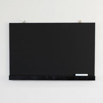 昔懐かしい木製の黒板がミニサイズ版で登場!カフェ風にメニューを書いてみるのもいいですし、家族の伝言板として活用したり、小さなお子さんのお絵かきとして使うのも良いですね。