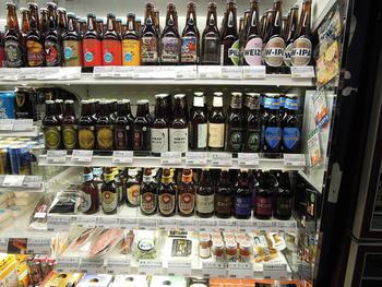 ビールも種類豊富!全国の様々なお酒を、数種類ずつ日替わりで楽しむ事ができます。