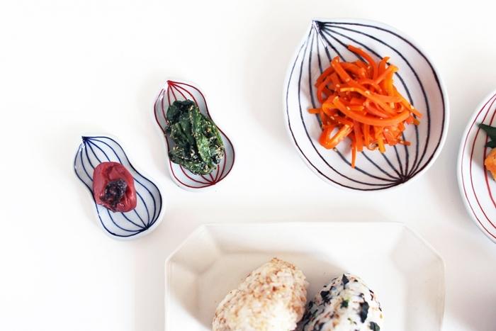 副菜や梅干など、小さいものを小さいお皿にのせると何ともいえない可愛さが生まれます。