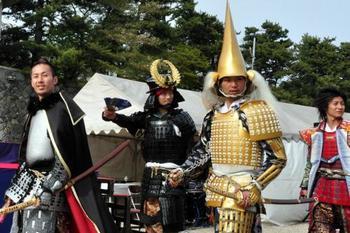 「名古屋おもてなし武将隊」 織田信長、豊臣秀吉、徳川家康などの戦国武将に扮したイケメンが、観光案内や写真撮影してくれるそうですよ。面白そうですね。