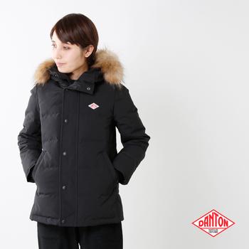 保温性を保持しながら通気性も確保し、着用時にありがちなムレを防いだダウンジャケット。ファスナー&スナップボタン仕様や2重仕立ての袖口など、細部まで頼もしい防寒着です。