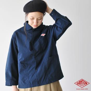 春から秋まで長く着られる、DANTON定番の丸襟シングルジャケット。機能性と洗練されたデザインで、着こめば着込むほど風合いが増すのも嬉しいですよね。ほどよく細身なので、シャツやボーダーに気軽にあわせられます。
