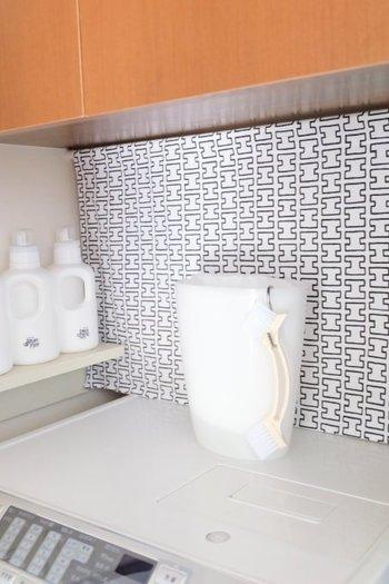 お家を清潔に保つお掃除グッズも、収納場所に困るアイテムのひとつ。お家をキレイに保つポイントは、お掃除したい場所にお掃除道具を収納すること。思いたったときにササっとお掃除できるので、キレイな状態を維持できます。S字フックなら、ごみ箱にだって掛けることができます◎