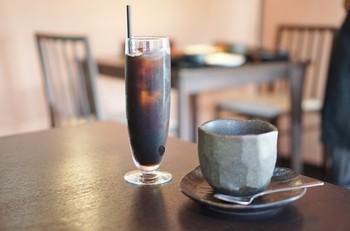 古い建物を生かしたカフェやレストランも多いので、散策に疲れたら休憩にも良いですよ。 「古民家ビストロ 狸 」は、ランチ利用もカフェ利用も◎