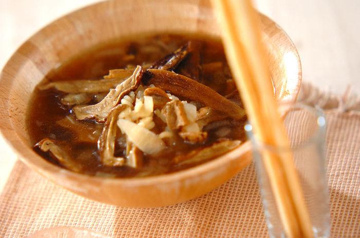 滋味あふれるポルチーニ茸をたっぷりとアレンジしたイタリアンなスープです。グリッシーニを割り入れると、ボリューム感もアップします。
