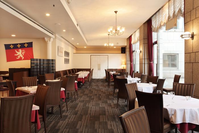 横浜美術館に併設されたこちらのレストランは、カジュアルなフランス料理を味わえる事で人気の「ブラッスリー・ティーズ・ミュゼ」。美術館でアートを楽しんだ後は、高級感のあるこちらのレストランでゆっくりお食事を楽しむのもいいですね。