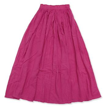 ふんわりとしたボリューム感が魅力のロングスカート。レギンスやパンツとの重ね履きに加え、ベルト、サスペンダーをプラスしたスタイリングも素敵ですよ。