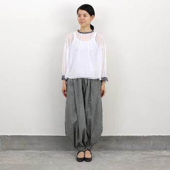 バルーンのふっくらとしたシルエットが個性的。遊び心を感じさせる日常着としていかがですか?
