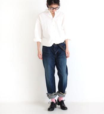 デニムパンツはシンプルで履きやすい分、ついつい同じような着こなしを繰り返してしまいがち。デニムコーデに変化を与えたい方は、シルエットを変えたり春らしい爽やかトップスを合わせて、いつもと違うデニムパンツコーデを楽しんでみてくださいね♪