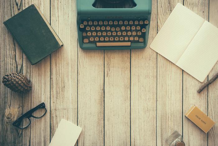 自分が好きなことや興味のあることをリサーチして記事にしたり、経験談を文章にしたりするのがライティングのお仕事。中には取材をして記事を執筆している人も。