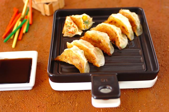 ひき肉の代わりにテンペを使った餃子は、あっさり軽めでいくらでも食べられそう。焼いて火を通すので、具にするテンペは下ごしらえしなくても大丈夫。エリンギやきゅうりなど、混ぜる具をアレンジするとさらに楽しめますよ。