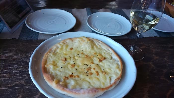 薄めのパリパリ生地がチーズと良く合うピザはランチでいただけます。ワインとの相性も抜群◎