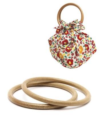 同じくカヤの「風呂敷リング」。和洋どんなファッションにも似合うバッグが作れそうなデザインです。
