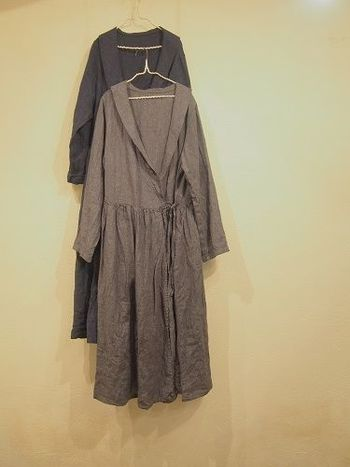 カシュクールワンピースではなかなか見られないセーラータイプの衿。清楚にまとめたい日にうってつけのデザインです。