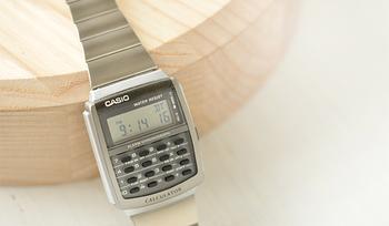 データバンクといえば、レトロかわいい、チープな腕時計として人気ですよね。 この時計もやっぱりカシオなんです。
