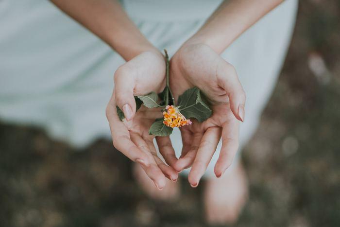 耳元で、指先で、春が揺れる ~ クリエイターが手がけた草花木のアクセサリー