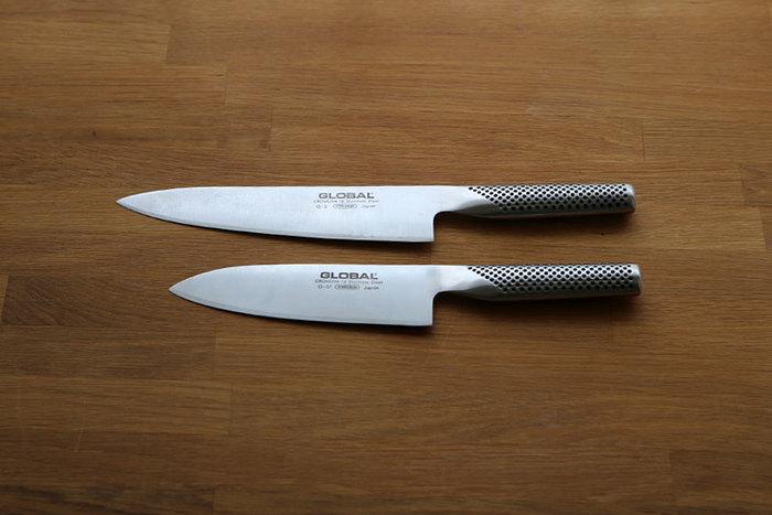 1983年に誕生した吉田金属工業の「GLOBAL KNIVES」は、海外で認められたことで国内でも人気に火が付き、グッドデザイン賞や新日本様式100選などを受賞した包丁の名品。刃から柄まですべてステンレスという斬新なデザインが魅力です。