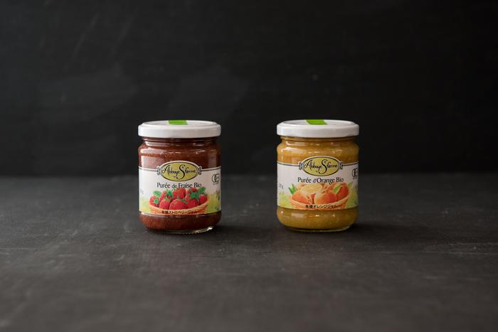 ストロベリーとオレンジの2種類があり、どちらも果実量50%で果肉がたっぷりお素材感があり、さらに寒天が含まれているため、粘度もあり、パンなどに塗る際も塗りやすくて◎。